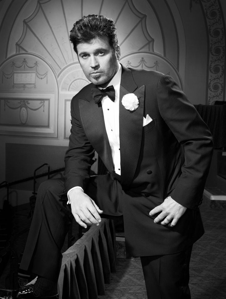 Billy Ray Cyrus as Billy Flynn